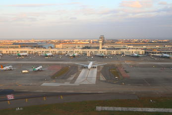 - - Eva Air - Airport Overview - Terminal Building