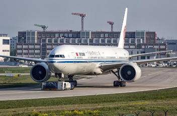B-2033 - Air China Boeing 777-300ER