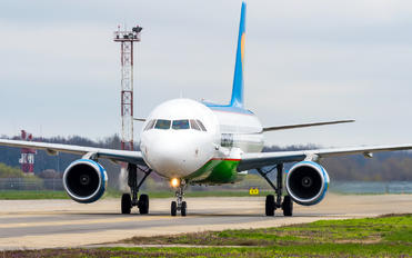 UK32016 - Uzbekistan Airways Airbus A320