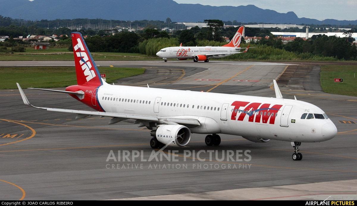 LATAM PT-XPG aircraft at Curitiba -  Afonso Pena