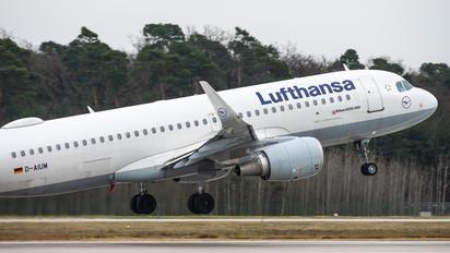 D-AIUM - Lufthansa Airbus A320
