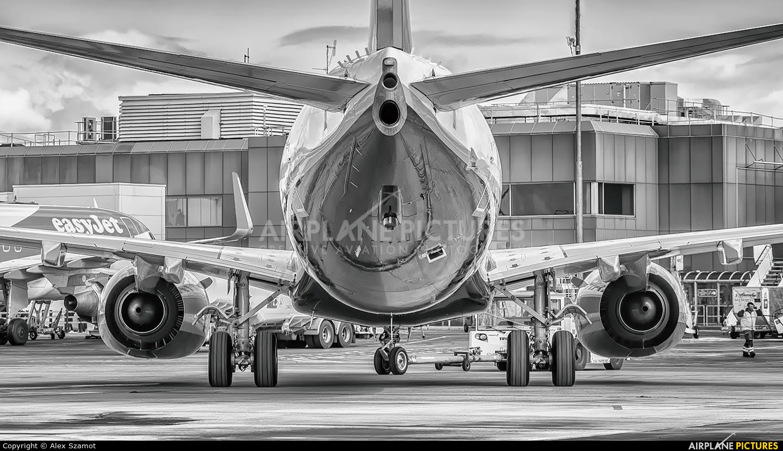Ryanair EI-GJJ aircraft at Edinburgh