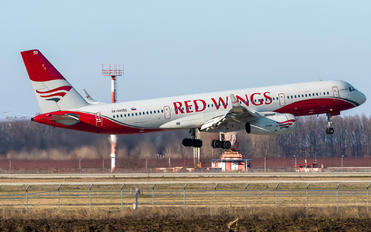 RA-64050 - Red Wings Tupolev Tu-204