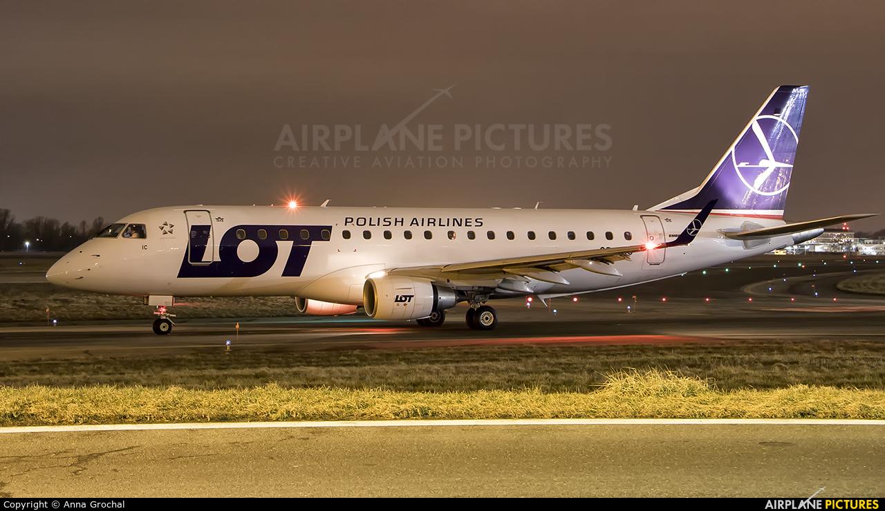 LOT - Polish Airlines SP-LIC aircraft at Warsaw - Frederic Chopin