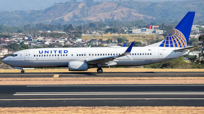 N14237 - United Airlines Boeing 737-800