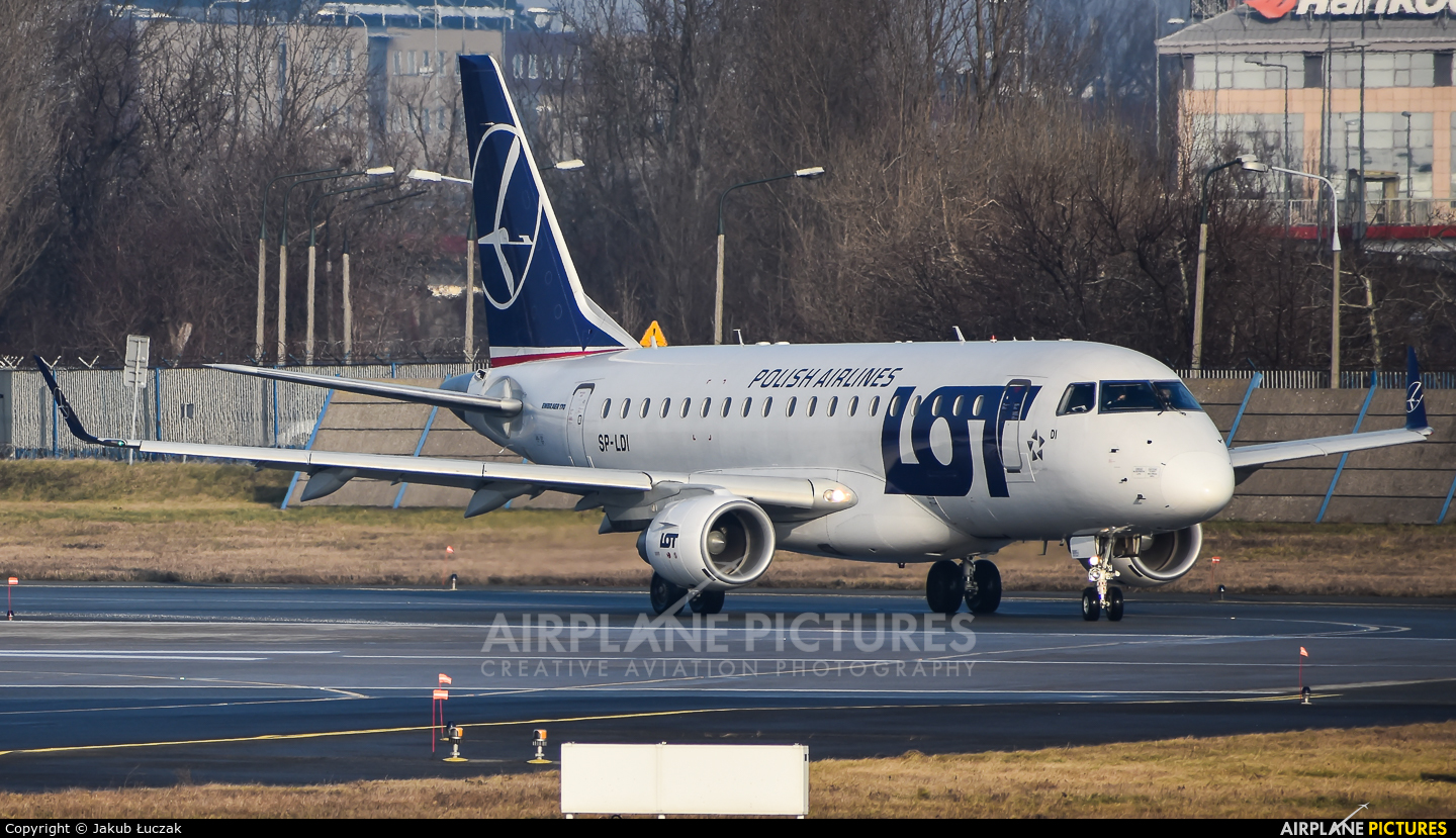 LOT - Polish Airlines SP-LDI aircraft at Warsaw - Frederic Chopin