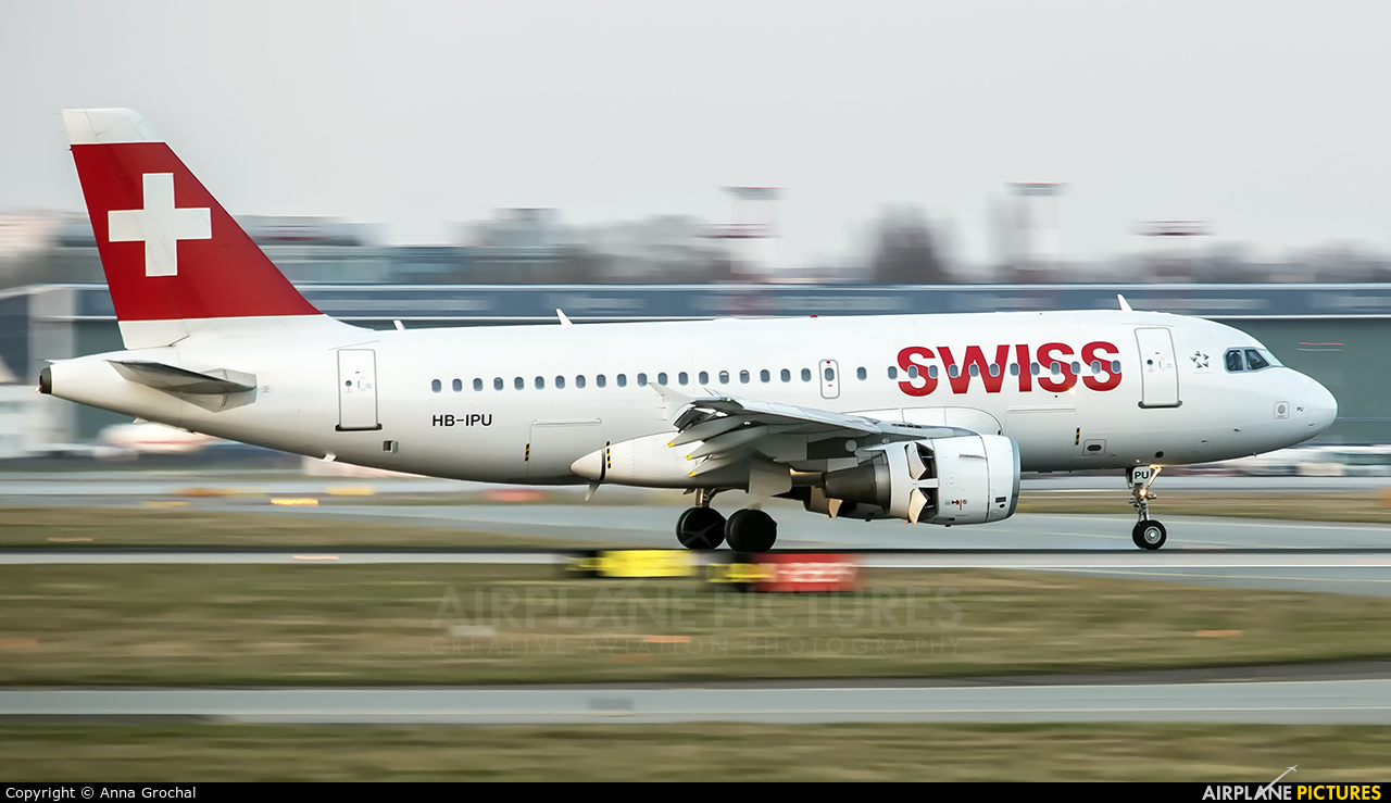Swiss HB-IPU aircraft at Warsaw - Frederic Chopin