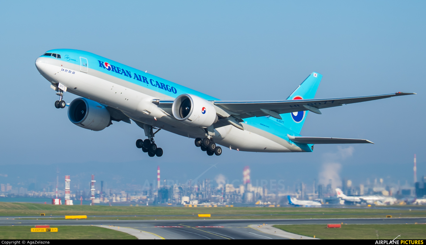 Korean Air Cargo HL8077 aircraft at Vienna - Schwechat