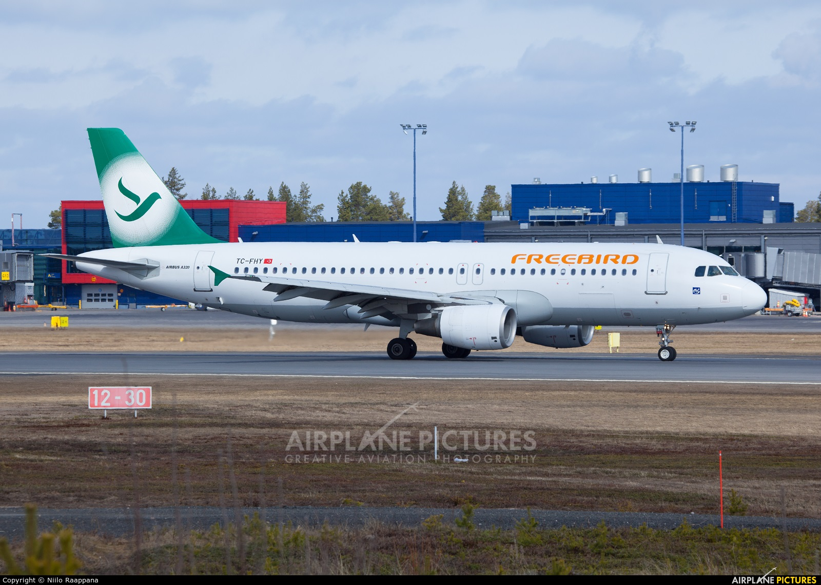 FreeBird Airlines TC-FHY aircraft at Oulu