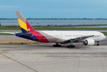 HL7756 - Asiana Airlines Boeing 777-200ER