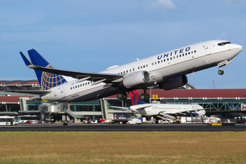 N24202 - Continental Airlines Boeing 737-800