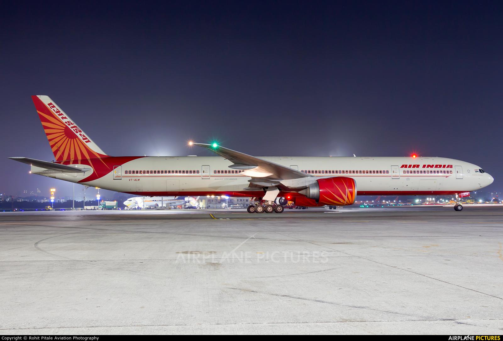 Air India VT-ALM aircraft at Mumbai - Chhatrapati Shivaji Intl