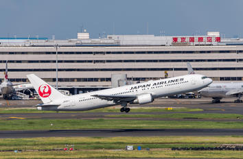 JA601J - JAL - Japan Airlines Boeing 767-300ER