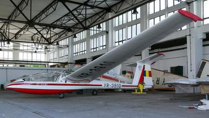 YR-3910 - Romanian Airclub IAR Industria Aeronautică Română IS 28B2 Lark