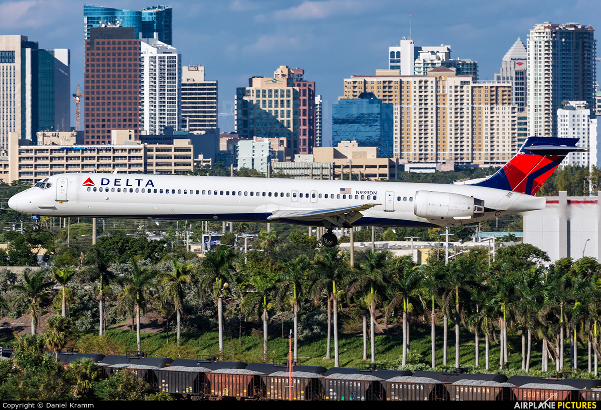 N939DN aircraft at Fort Lauderdale - Hollywood Intl