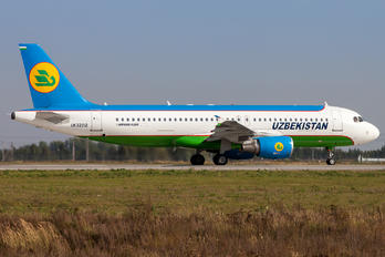 UK32012 - Uzbekistan Airways Airbus A320