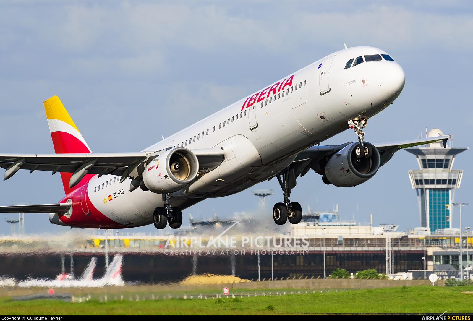 Iberia EC-IXD aircraft at Paris - Orly