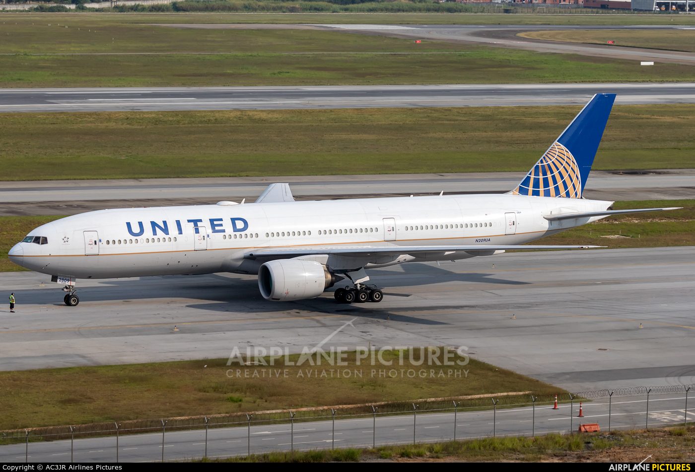 United Airlines N209UA aircraft at São Paulo - Guarulhos