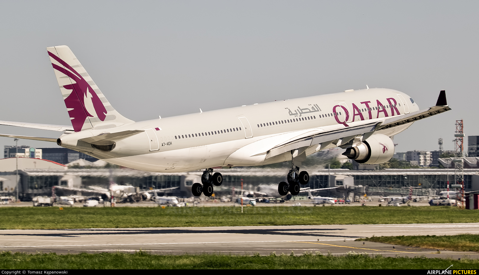 Qatar Airways A7-AEH aircraft at Warsaw - Frederic Chopin
