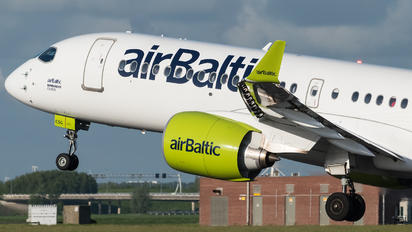 YL-CSG - Air Baltic Bombardier CS300