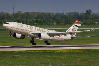 A6-EYM - Etihad Airways Airbus A330-200