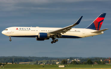 N16065 - Delta Air Lines Boeing 767-300ER