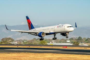N6701 - Delta Air Lines Boeing 757-200
