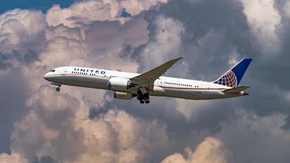 N17963 - United Airlines Boeing 787-9 Dreamliner
