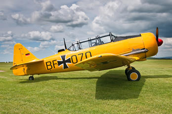 - - Private North American Harvard/Texan (AT-6, 16, SNJ series)