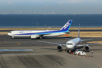 - - ANA - All Nippon Airways - Airport Overview - Apron