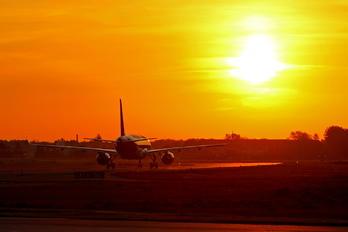 OE-IZP - easyJet Europe Airbus A320