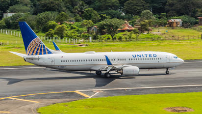 N35260 - United Airlines Boeing 737-800