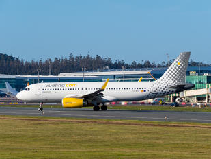 EC-MFM - Vueling Airlines Airbus A320