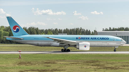 HL8252 - Korean Air Cargo Boeing 777F