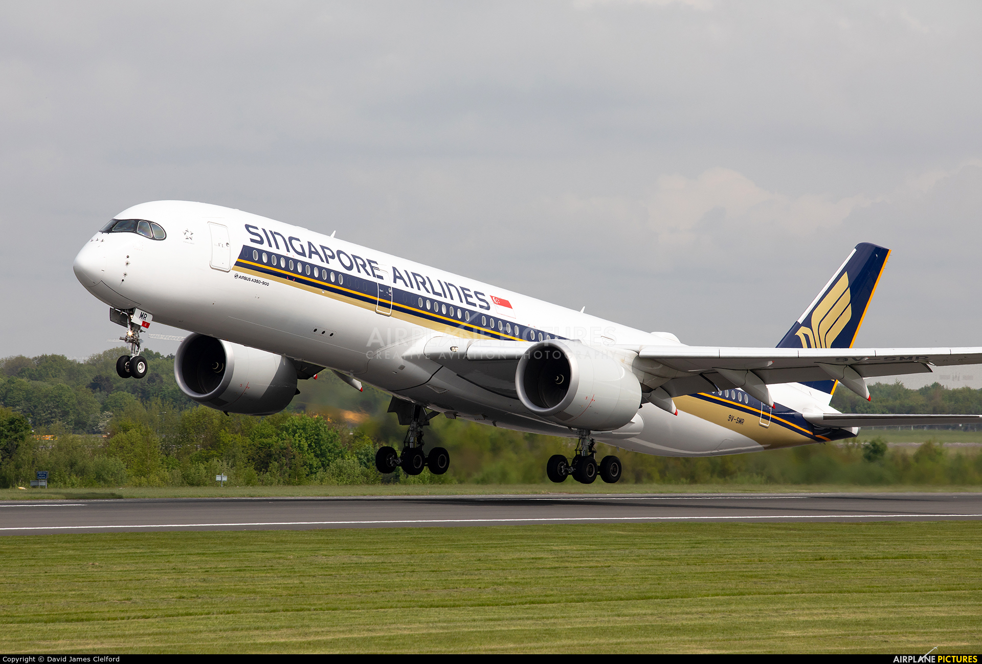 Singapore Airlines 9V-SMR aircraft at Manchester