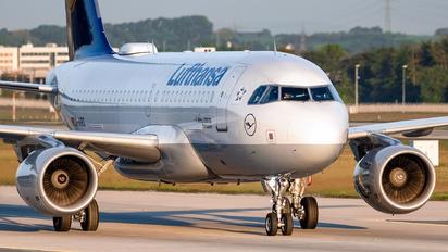 D-ABID - Lufthansa Airbus A319