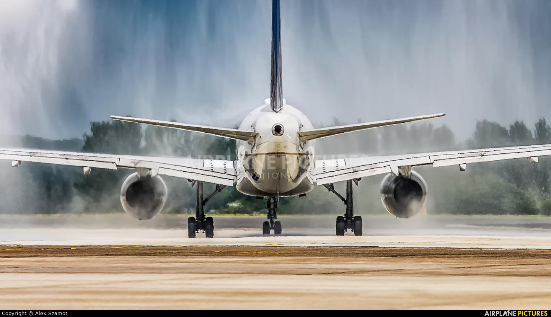United Airlines N18119 aircraft at Edinburgh