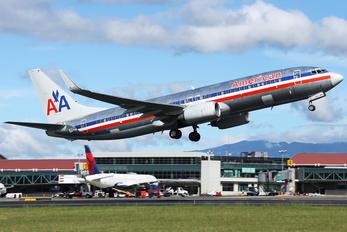 N902AN - American Airlines Boeing 737-800