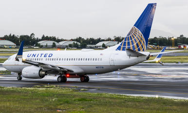 N17719 - United Airlines Boeing 737-700