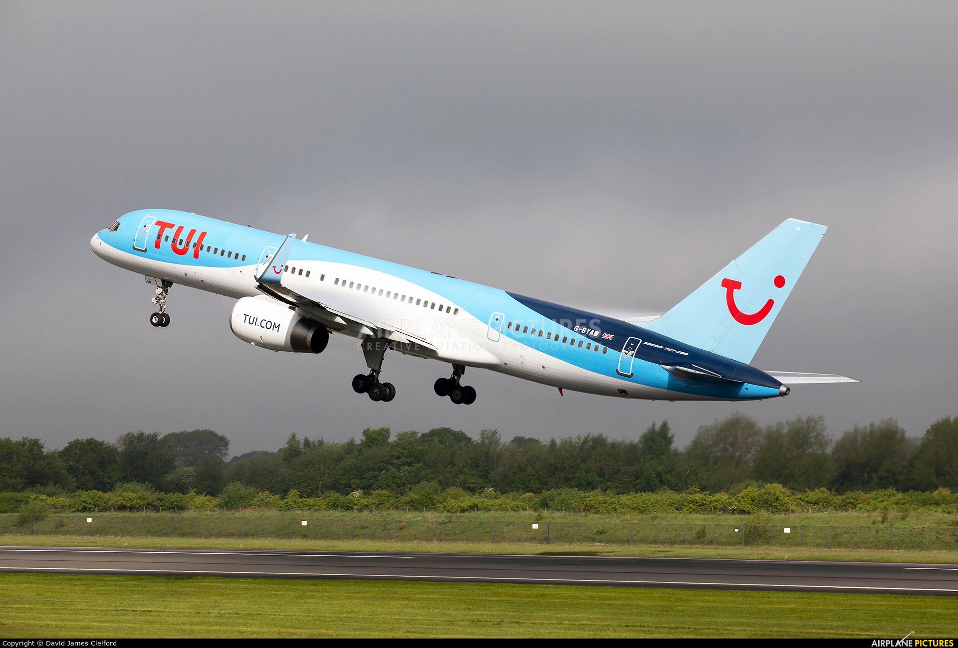 TUI Airways G-BYAW aircraft at Manchester