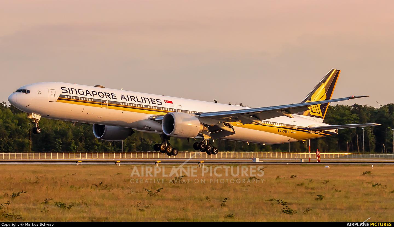 Singapore Airlines 9V-SWV aircraft at Frankfurt