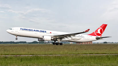 TC-JOE - Turkish Airlines Airbus A330-300