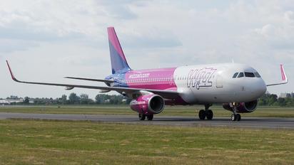 HA-LYX - Wizz Air Airbus A320