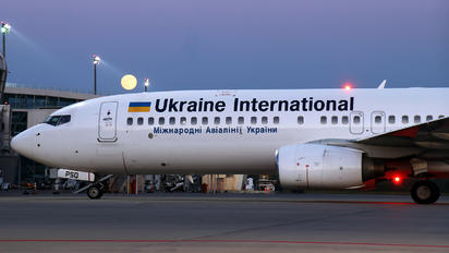 UR-PSQ - Ukraine International Airlines Boeing 737-800