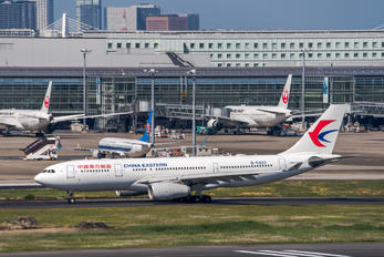 B5637 - China Eastern Airlines Airbus A330-200