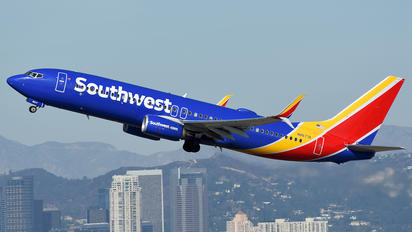 N8677A - Southwest Airlines Boeing 737-800