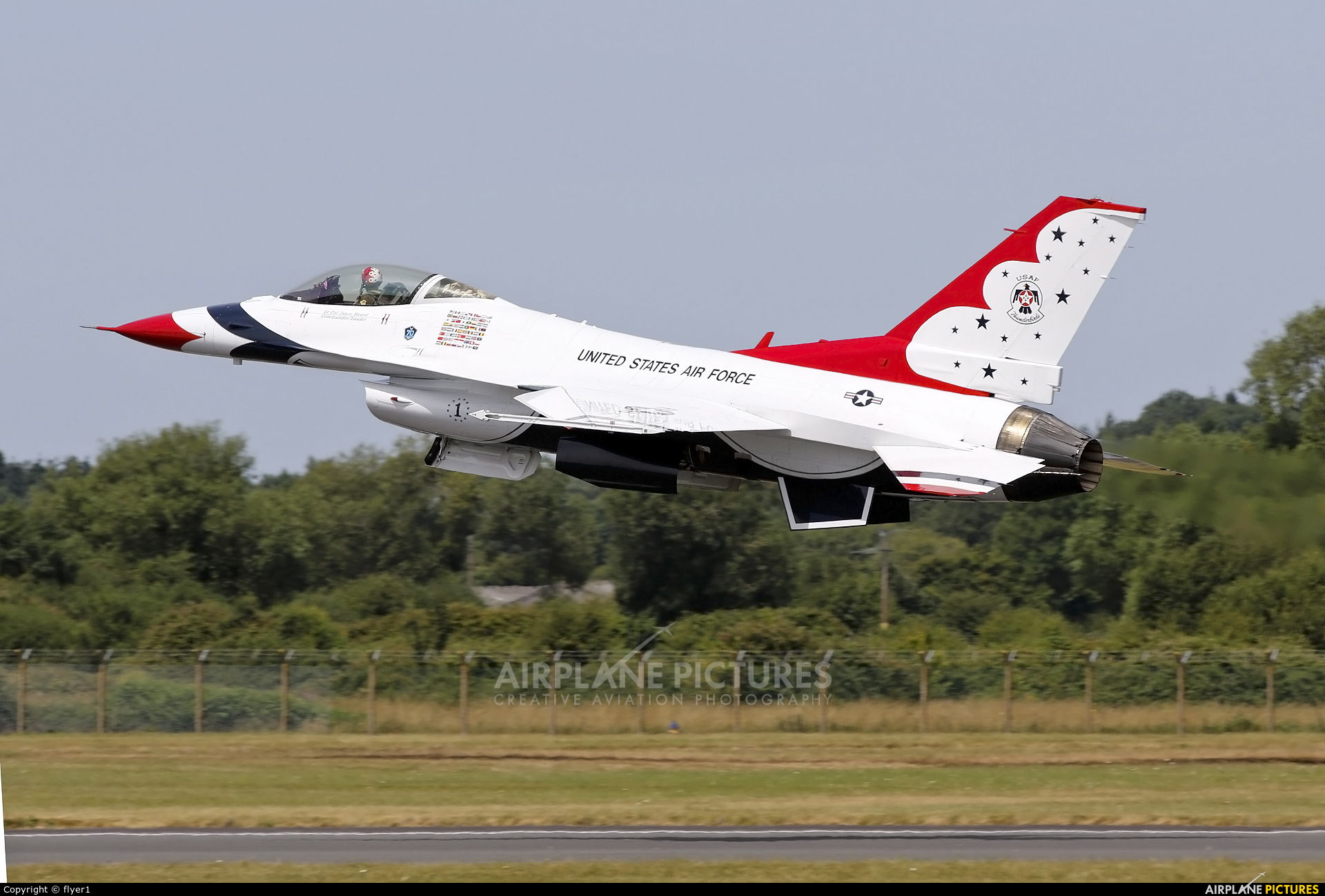USA - Air Force : Thunderbirds 87-0319 aircraft at Fairford
