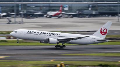 JA652J - JAL - Japan Airlines Boeing 767-300ER