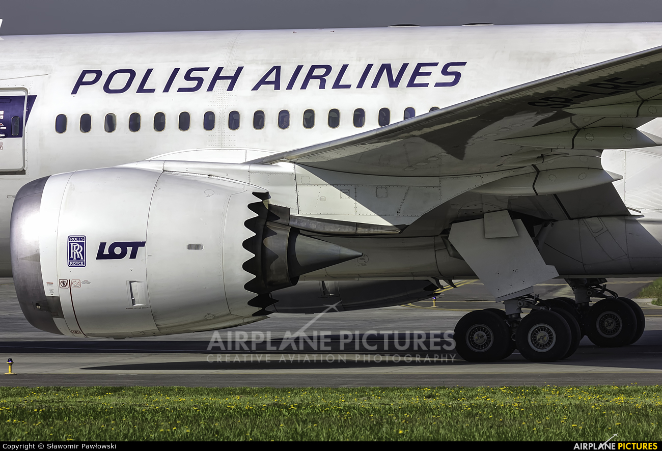 LOT - Polish Airlines SP-LRE aircraft at Kraków - John Paul II Intl