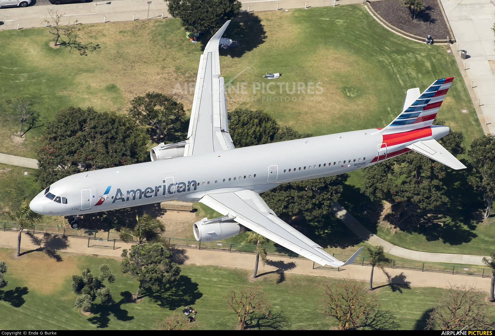 American Airlines N121AN aircraft at Los Angeles Intl